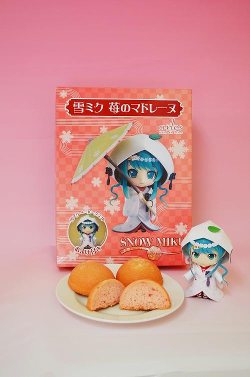 雪ミク苺のマドレーヌ-リサイズ.jpg